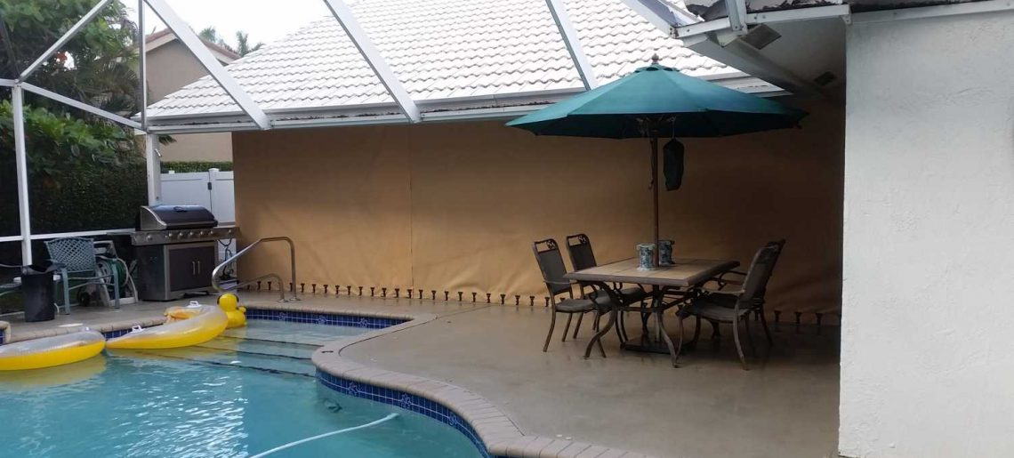 Lanai with overlapping panels
